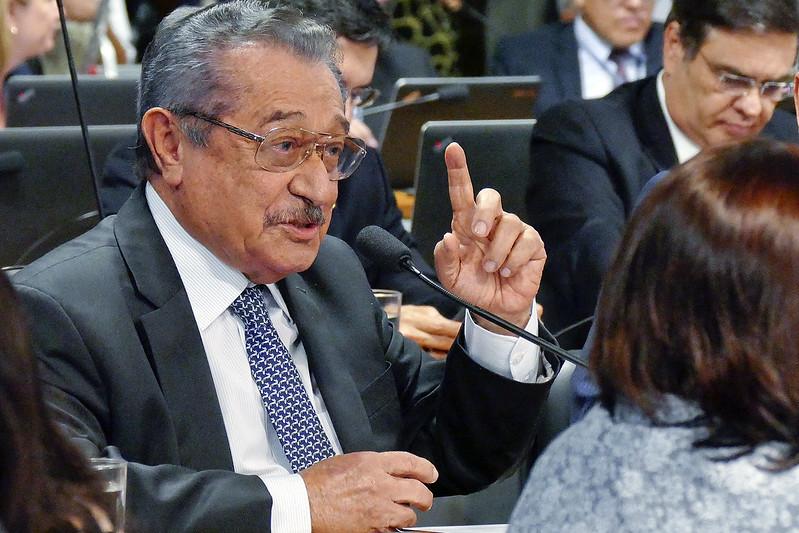 Maranhão segue intubado na UTI, diz boletim