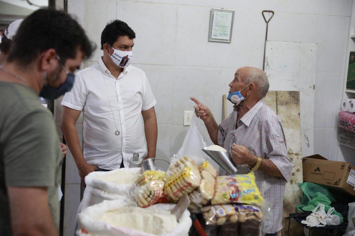 Raoni Mendes faz visita ao Mercado da Torre