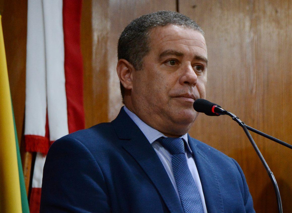 João Almeida usa live para discutir turismo