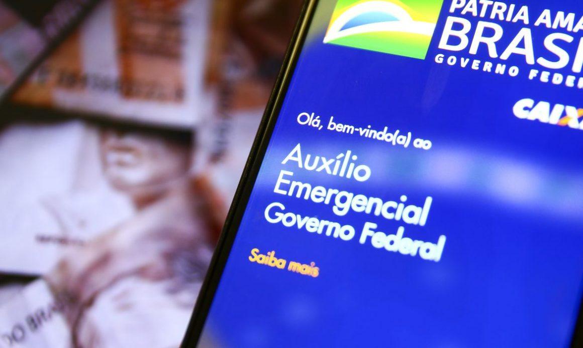 Bolsonaro edita decreto e auxílio já tem data