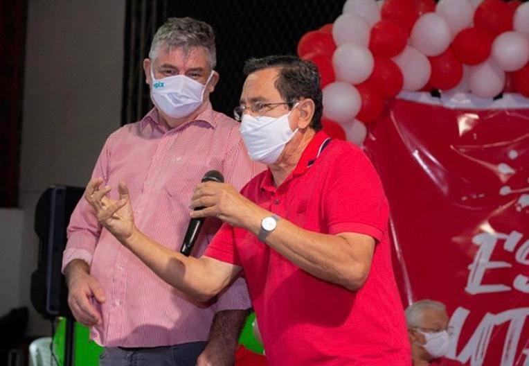 Sob pressão, PT oficializa candidatura de Anísio