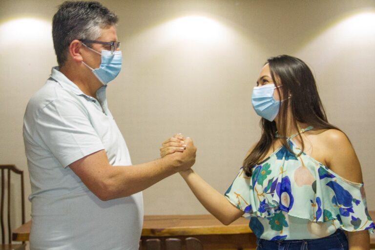 No Congo, Dr. Romualdo vai com a esposa de vice