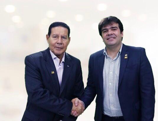 Mourão oficializa apoio a Eduardo Carneiro