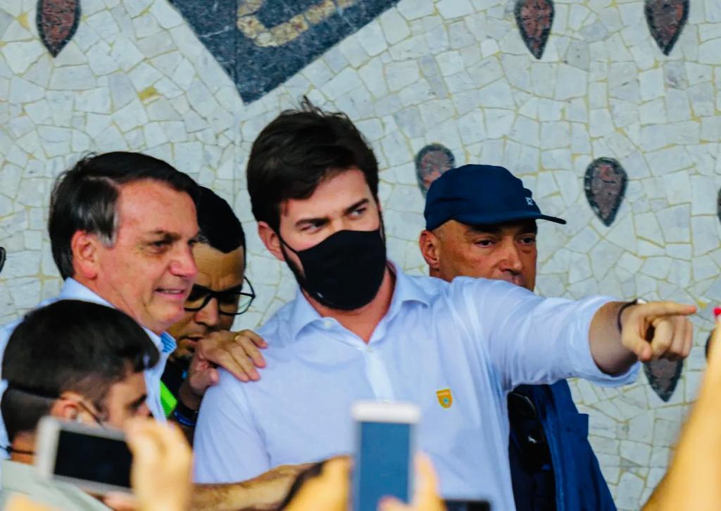 Bolsonaro faz nova escala em Campina Grande
