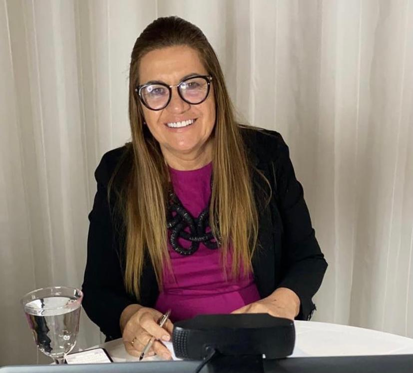 Eliane garante diálogo e 14ª salário a professores