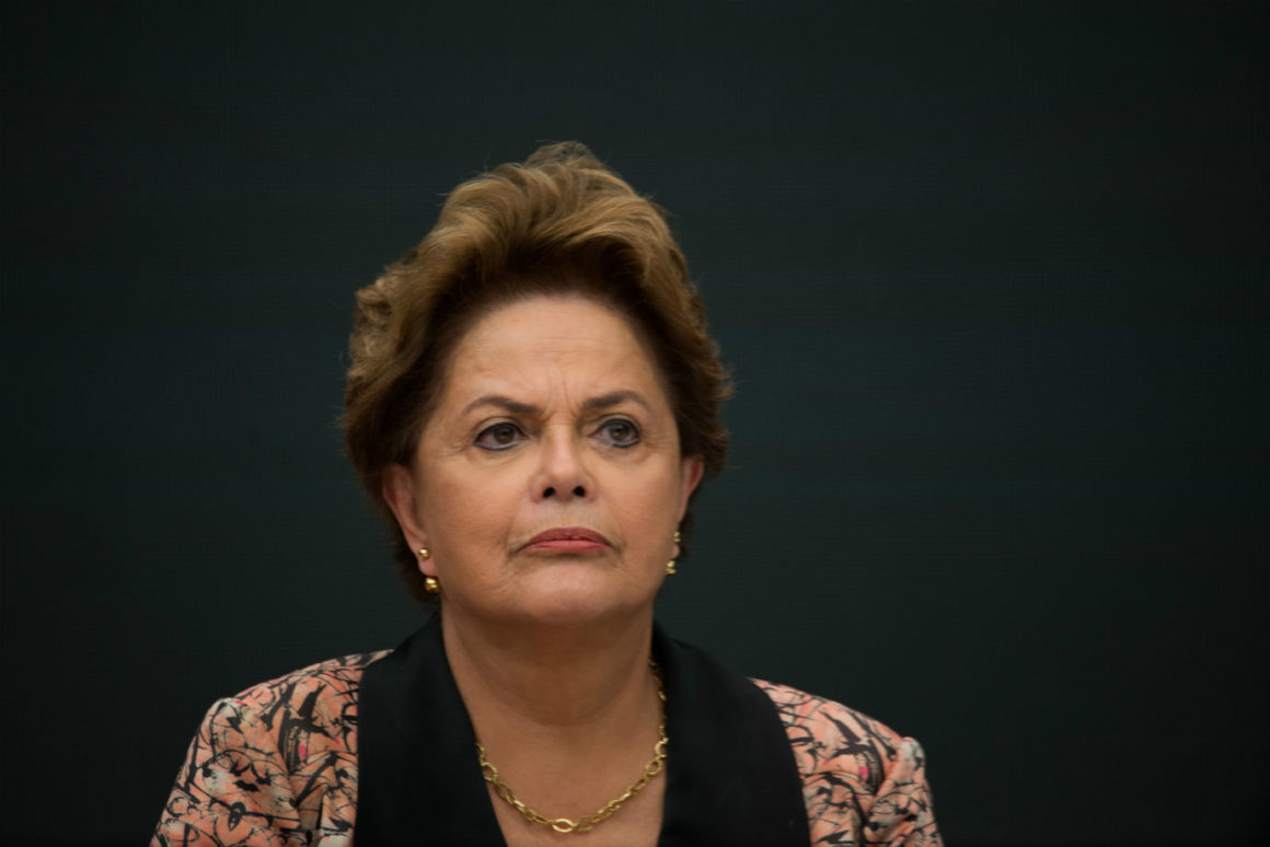 """Bolsonaro debocha de Dilma, que responde: """"fascista"""""""