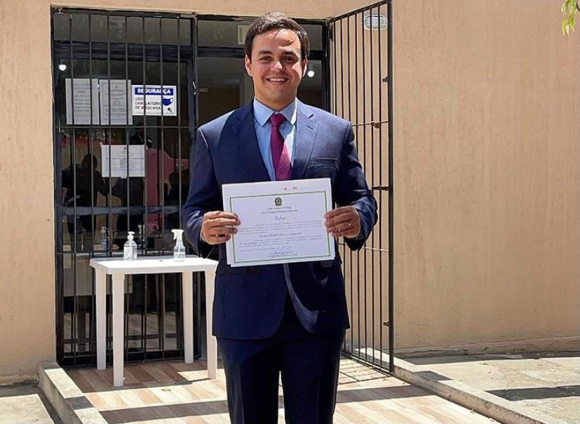 Prefeito eleito renuncia a 13º aprovado pela Câmara