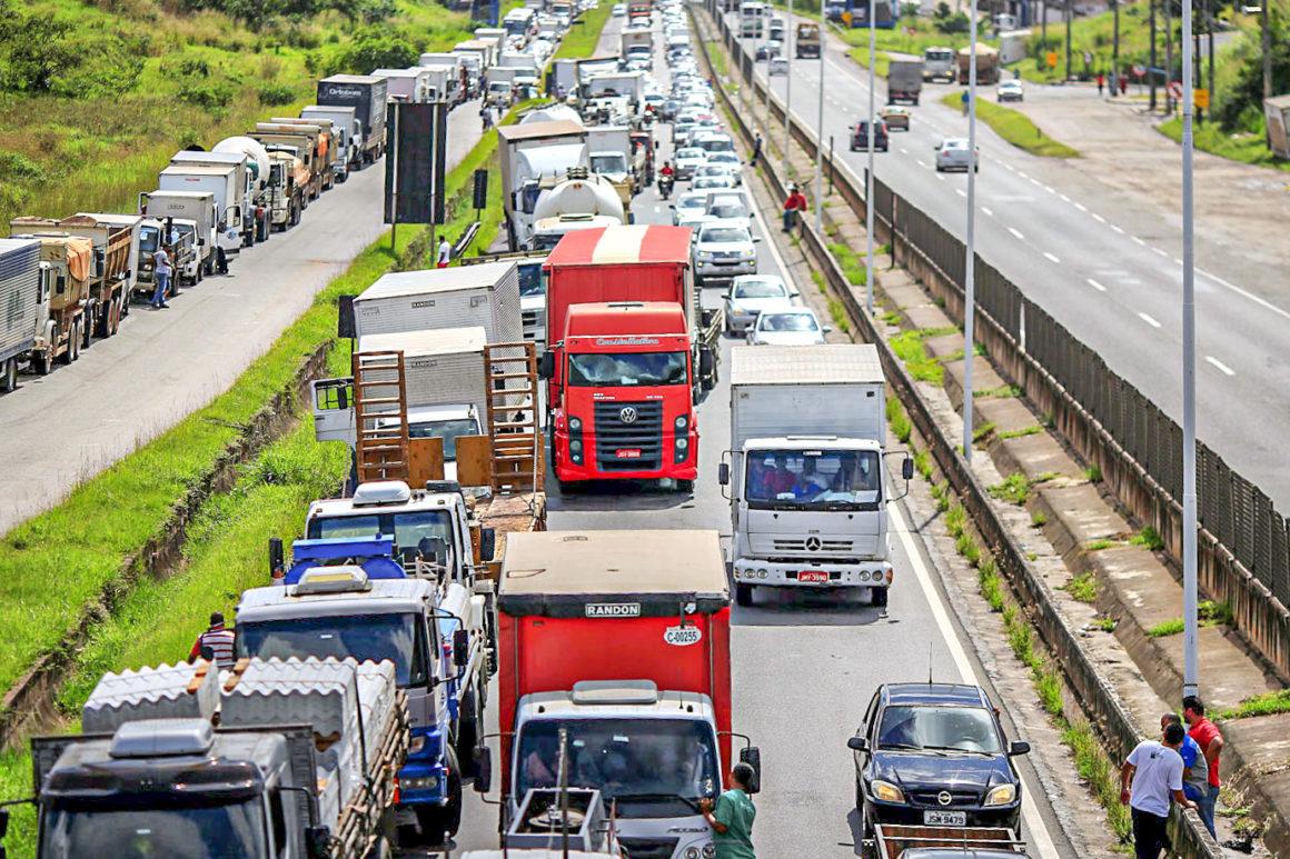 """Greve de caminhoneiros deve começar """"parada"""""""