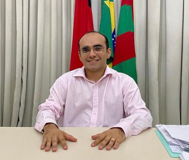 """Para não ser """"sacrificado"""", prefeito revoga decreto"""