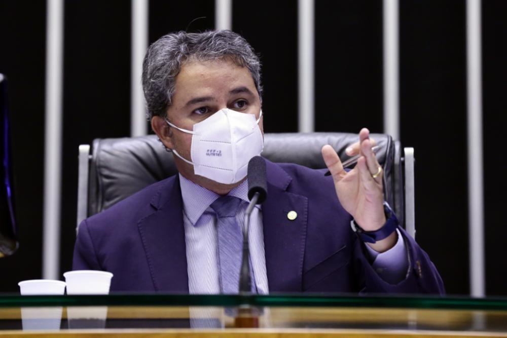 Efraim tenta se cacifar como pré-candidato ao Senado