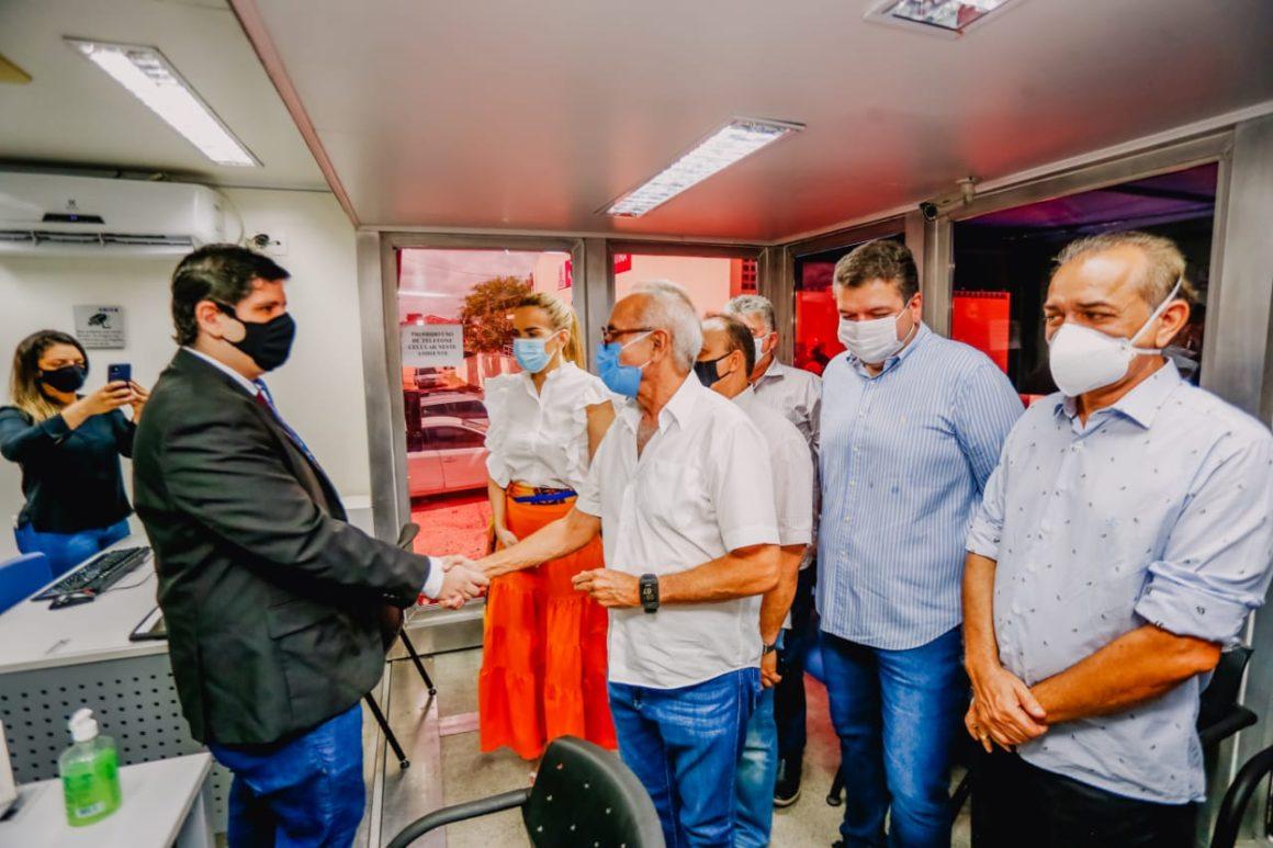 Valentina ganha posto móvel da Caixa Econômica