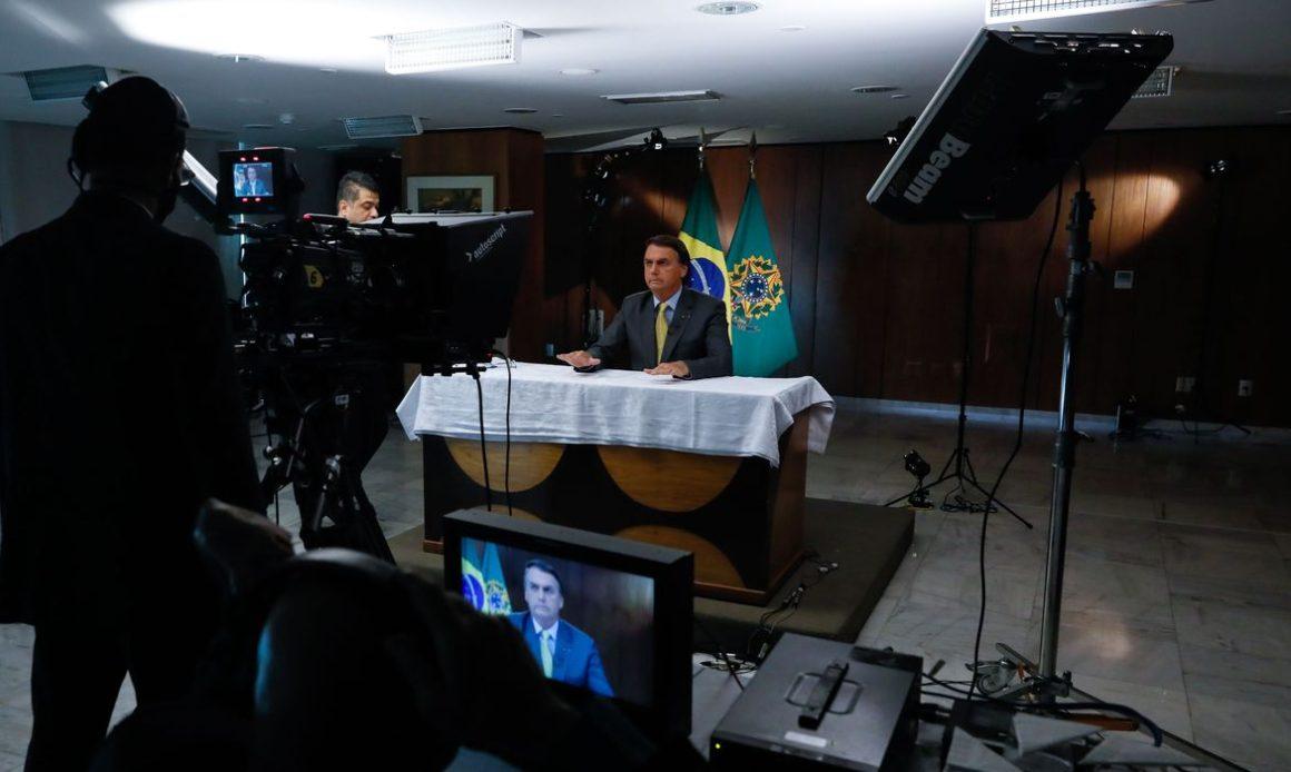 A quem Bolsonaro tenta convencer
