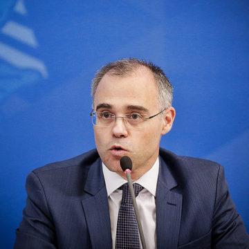 Bolsonaro vai indicar André Mendonça para o STF