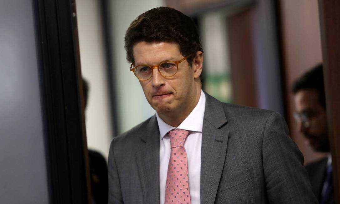 #forasalles aumenta pressão para saída de ministro
