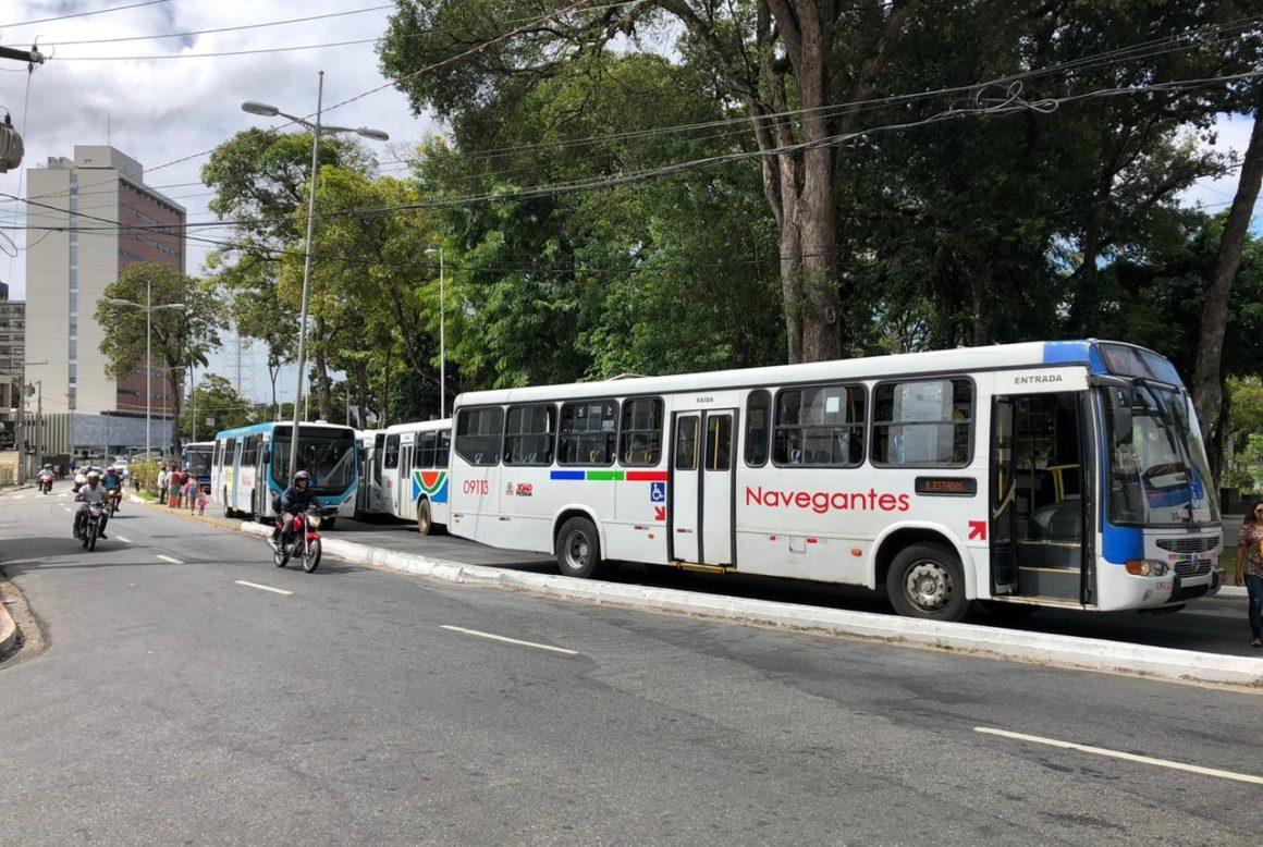 Operadores de ônibus anunciam greve na Capital