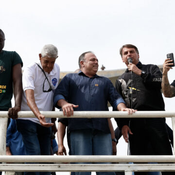 Bolsonaro proíbe nota do Exército contra Pazuello