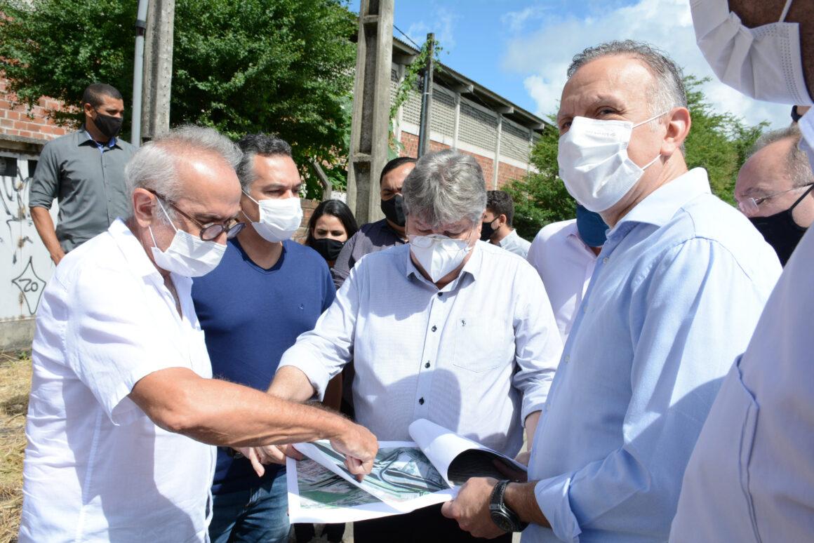 Com João, Cícero lança pacote de R$ 1 bi em obras