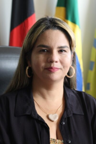 Juíza cassa mandatos de Karla Pimentel e do vice
