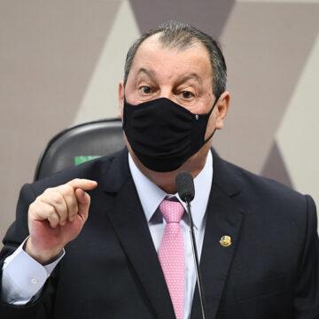 "Bolsonaro chama Omar Aziz de ""anta amazônica"""