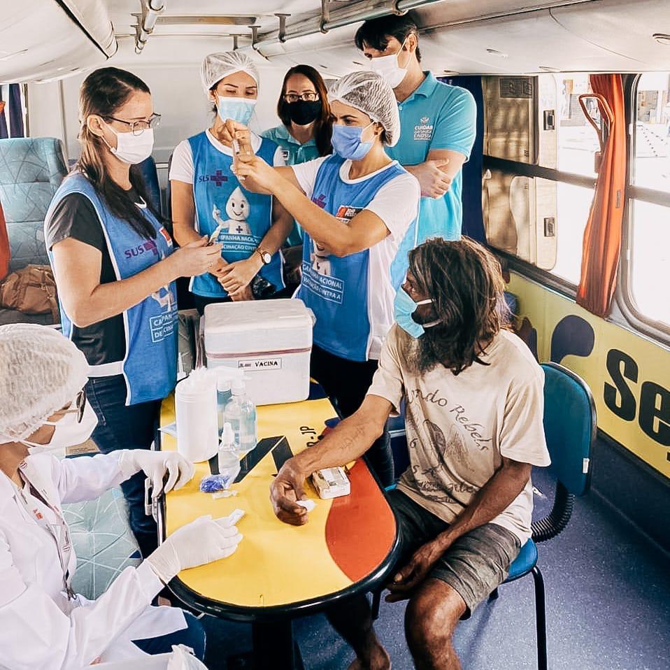Capital inicia vacinação dos moradores de rua