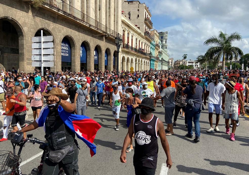Bolsonaro se solidariza com o povo de Cuba