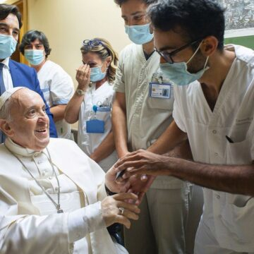 Do hospital, Papa Francisco agradece orações