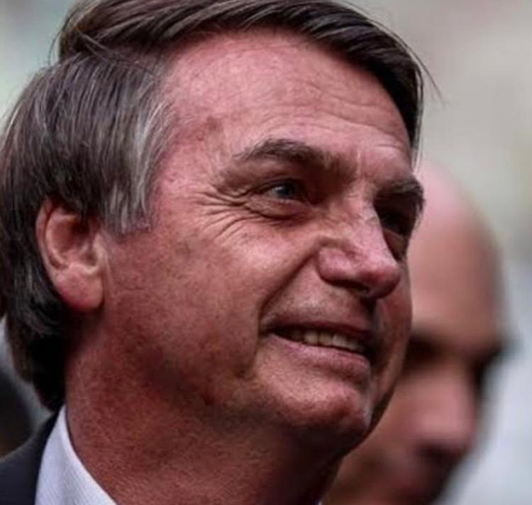 Bolsonaro deve anunciar fim do uso da máscara