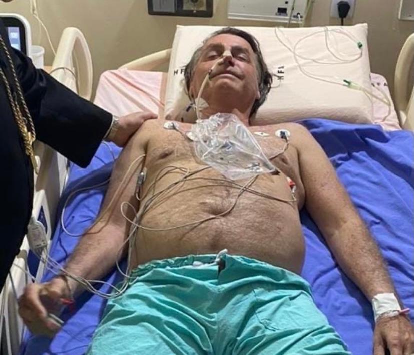 Bolsonaro relembra atentado em postagem no hospital