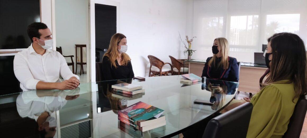 Daniella discute recursos para a UEPB com reitora