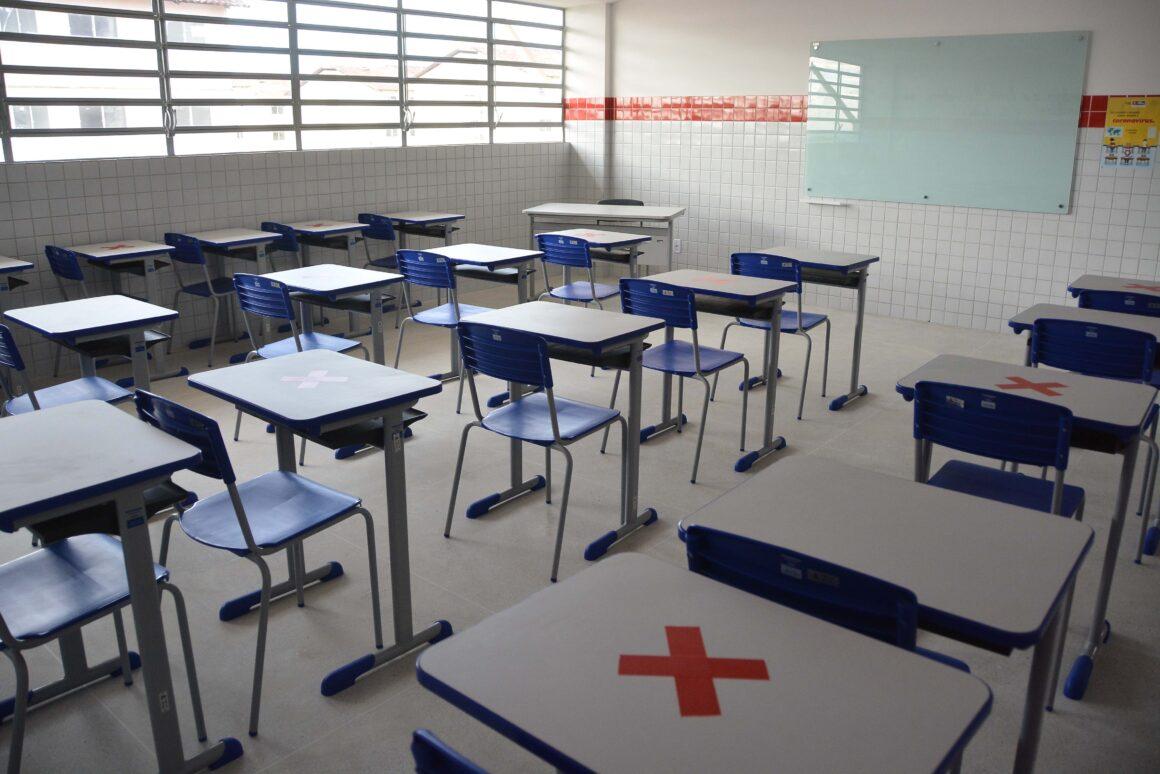 JP reabre escolas aos pais para volta às aulas