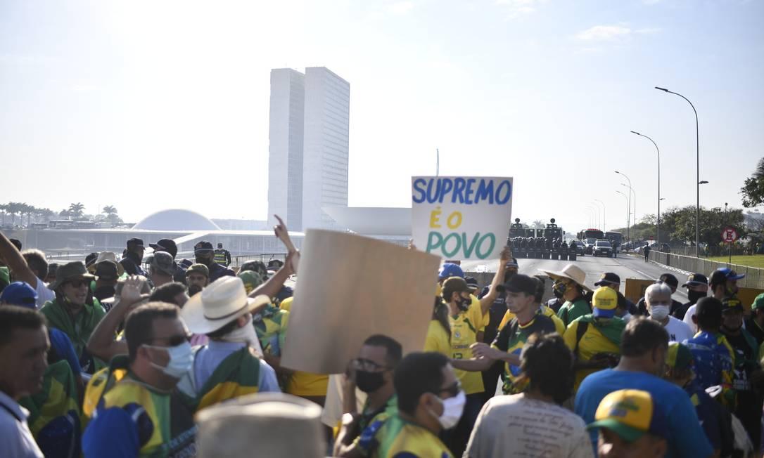 Atos em Brasília iniciam com confusão; PM reage