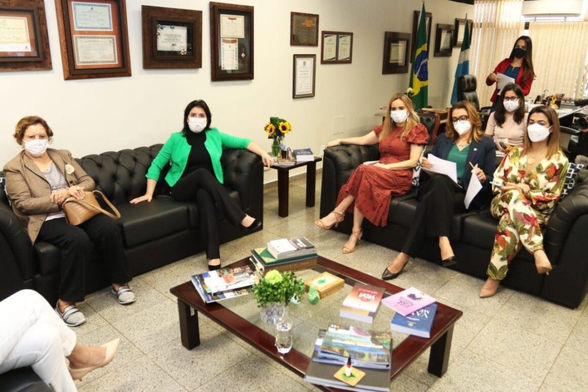 Daniella participa de reunião da bancada feminina