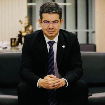Randolfe Rodrigues entra com notícia-crime no STF