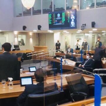 Deputados votam suspensão de sessões presenciais