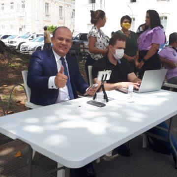 Deputado monta gabinete na Praça dos Três Poderes