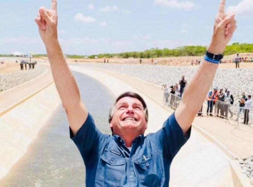 Bolsonaro inaugura canal da transposição na Paraíba